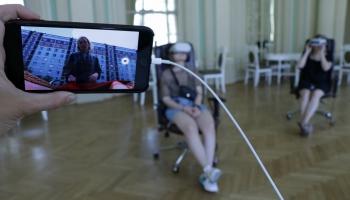 """Nacionālajā teātrī tapusi pirmā virtuālās realitātes izrāde """"Atver acis"""""""