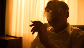 """Dejas ar FIB aģentiem: Jāka Kilmi un Ginta Grūbes filma """"Spiegs, kurš mans tēvs"""""""
