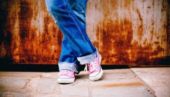 20. maijs. Levi Strauss un Džeikobs Deiviss patentē zilus džinsus ar vara kniedēm