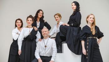"""Vokālās grupas """"Latvian Voices"""" muzikālā Ziemassvētku dāvana Liepājā"""