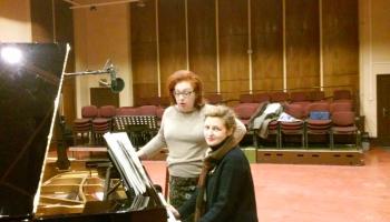 """Inga Kalna (soprāns) un Diāna Ketlere (klavieres) Alfrēda Kalniņa """"Šūpļa dziesmā"""""""