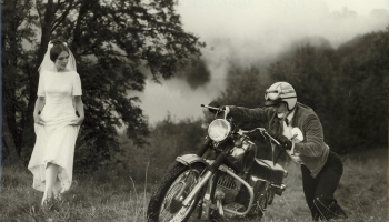 """Reālu lietu sakārtošana nereālā secībā: Ulda Brauna filmas """"Motociklu vasara"""" 45. jubileja"""