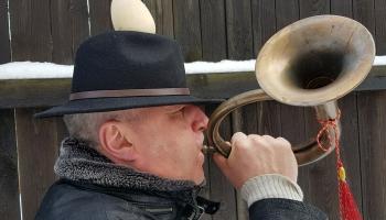 """Lielās dienas dziesmas dzied tradicionālās dziedāšanas kopas """"Burdons"""" dalībnieki"""