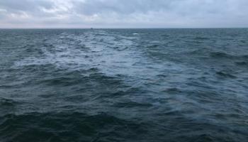 Baltijas jūrā noplūdusī nafta neitralizējusies, jāmeklē jūrā pazudis cauruļvads ar naftu