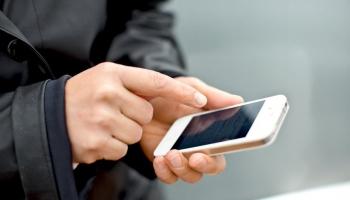 Пошлина на мобильный телефон в защиту интересов авторов и исполнителей: латвийцы против