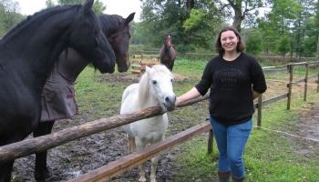 Anna Kalnāja Zasas pagastā audzē zirgus un izveidojusi viesu māju