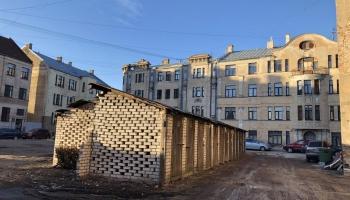 Rīgas pagalmi: Policista acīm, skrējienā ar pastnieci un pastaigā ar fotogrāfu