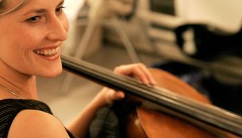Dzimšanas dienu svin čelliste Marta Sudraba. Ieskaņojumi no koncerta kopā ar Ievu Ošu