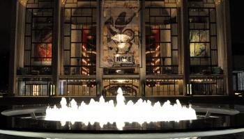 22. oktobris. Savu darbību sāk Metropoles opera Ņujorkā