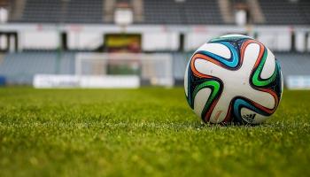 Futbola virslīga aicina ļaut strādāt
