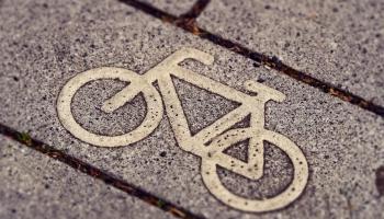 Siguldā atklāta Latvijā pirmā veloiela
