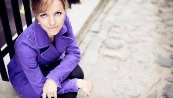 """Debisī """"Attēlu"""" pirmo burtnīcu un Vaina Pirmo klavierkoncertu spēlē pianiste Elīna Bērtiņa"""