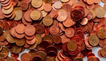 Satversmes tiesa: Garantētā minimālā ienākuma apmērs neatbilst Satversmei
