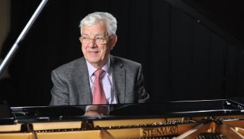 Maestro 85. jubilejā tiešsaistē izskanēs  Raimonda Paula trio koncerts