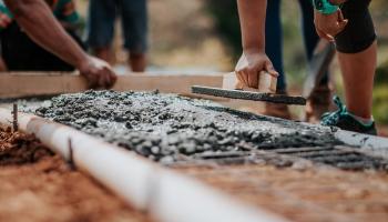 Безумные цены на стройматериалы: сколько стоит дом достроить?