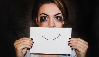 Признаки того, что вы в депрессии: факторы риска и способы лечения