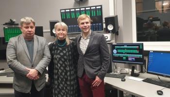 Marisa Jansona ieskaņojumus klausās Gunda Vaivode, Arturs Maskats un Mārtiņš Circenis