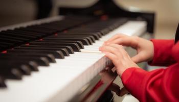 Kopīga muzicēšana ģimenē kā palīgs šī brīža satraukumos bērniem un vecākiem