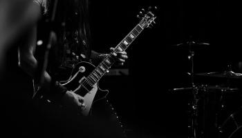 Музыкальный четверг: юбилей ассоциации рок-музыки и барокко в FM-эфире