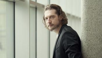 """Atvars Lakstīgala un Kārlis Lācis 4. oktobrī tiekas """"Latvju simfonijas"""" pirmatskaņojumā"""