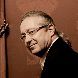 Diriģents Silvēns Kambrelēns Rūras triennālē un Mocarta mūzikā