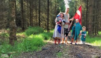 Dzīve laukos, mājmācība un atbalsts citiem. Tiekamies ar Puncuļu ģimeni Īrijā