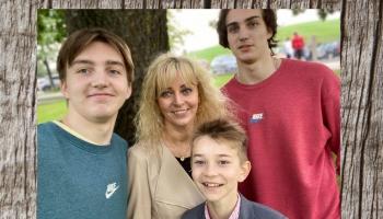 Gudrības pilienos viesojas Klemkas: mamma Ilze ar trim dēliem