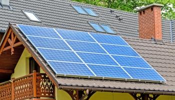 Солнечные панели на крыше жилого дома: выгода и препятствия