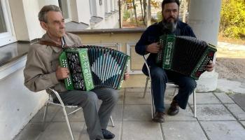 Drabešu muižas amatu mājas atvērto durvju dienā - haskiji, muzikanti un amatnieki