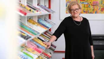 """Dzejniece Inese Zandere aizstāv Latvijas mežus un raksta dzejoļu ciklu """"Profesori"""""""