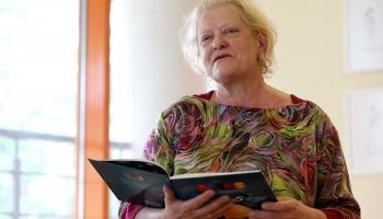 Dzejniece Inese Zandere: Domāšanas spējas un radošo potenciālu nodrošina vienatne