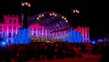 """Vasaras nakts koncerts """"Ceļotprieks"""" Šēnbrunnas pils dārzos Vīnē"""