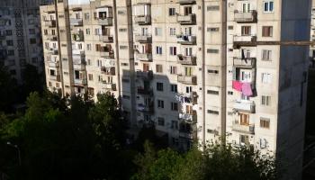 Ar daudzdzīvokļu namu siltināšanu Rīgā neveicas. Vai kaut kas varētu mainīties?