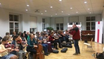 Ciemojamies vijolnieka Matsa Edena zviedru tautas mūzikas meistarklasē
