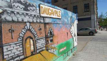 Daugavpils vēlētāju rokās nonāk viena no kuplākajām vēlēšanu sarakstu zīmju kaudzītēm