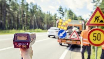 Ceļu būvnieki ceļ trauksmi par ceļiem paredzētā finansējuma straujo samazinājumu budžetā