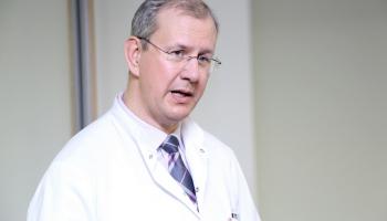 Onkologu asociācijas vadītājs: Pacienti uz vēža skrīningu nāk mazāk un novēloti