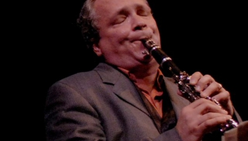 Mūsdienu amerikāņu klarnetists un tenorsaksofonists Kens Peplovskis
