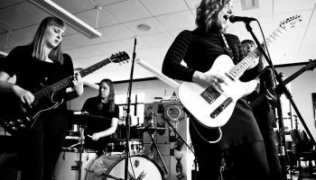"""Jaunie """"indierock"""" albumi no ASV"""
