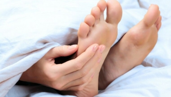 Отёки ног: о чём они говорят, и как их предотвратить?