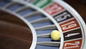 Uzturlīdzekļu parādniekiem liegs spēlēt azartspēles