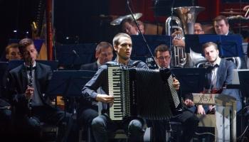 Akordeonists Artūrs Noviks un Pjacolla Parīzē