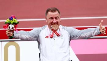Izcilie starti Tokijas paraolimpiskajās spēlēs. Ziemas spēlēm gatavojas kamaniņbraucēji