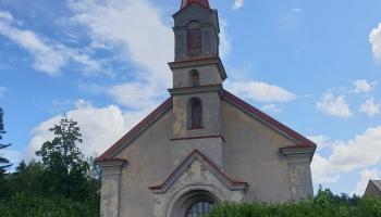Kalnciema luterāņu baznīcas pērles: ērģeles, kroņlukturis un īpašais zvana stāsts