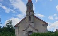 Kalnciema luterāņu baznīcas pērles: ērģeles, kroņlukturi un īpašais zvana stāsts