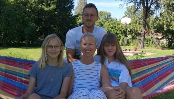 Ciemos pie Mārtiņsonu ģimenes Cēsīs: septembris viņiem ir atkal citādas dzīves sākums