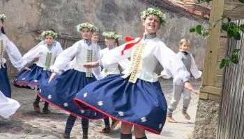 """Iepazinām Kuldīgas Kultūras centra tautas deju ansambli """"Venta"""""""