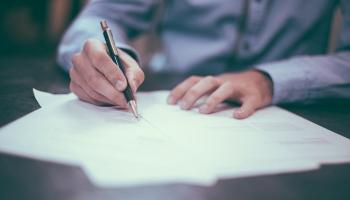 «В четыре раза»: почему подорожало нотариальное заверение переводов?