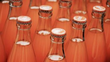 Nodokļa celšana ražotājus piespiedīs dzērieniem pievienot mazāk cukura