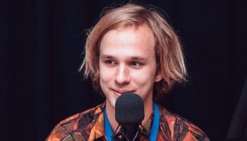 Jaunie vārdi: dzeju lasa un par sevi stāsta Rihards Ošenieks